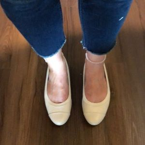 NWOT!! Cream colored flats by Lifestride